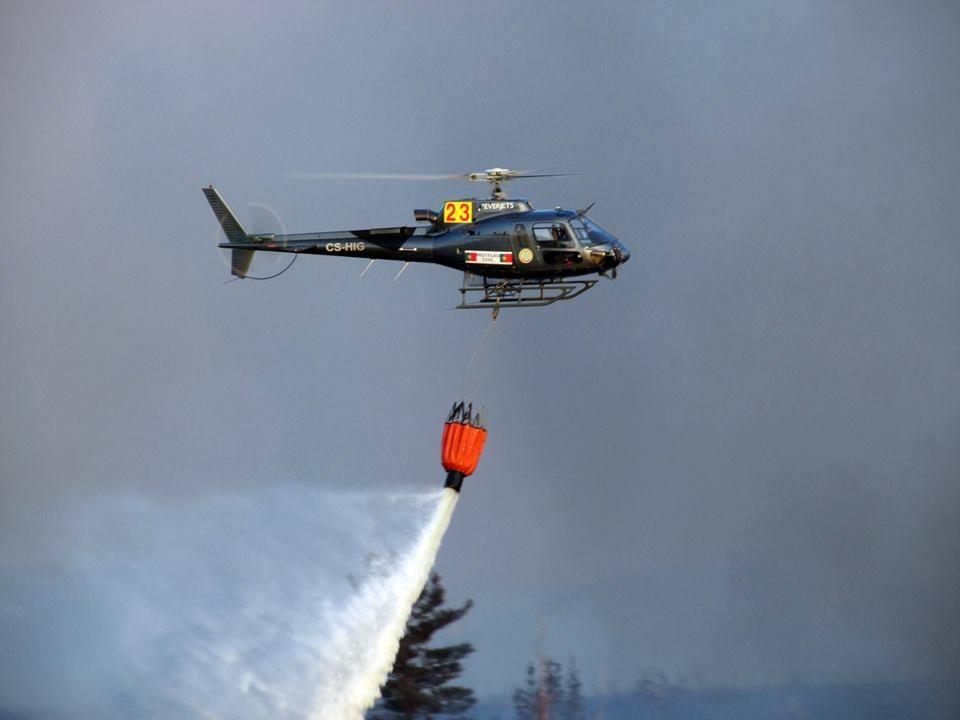 Incendio mexilhoeira_helicóptero
