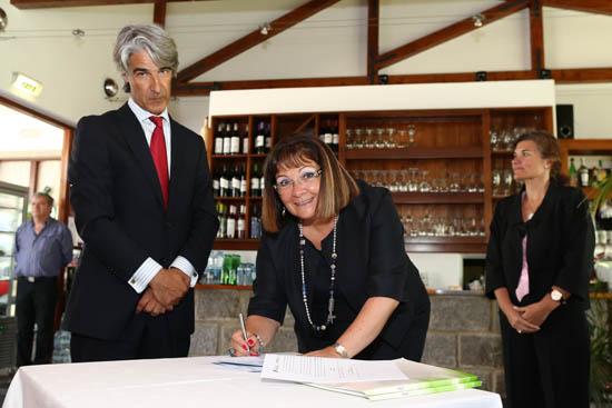 Isilda Gomes assina protocolo