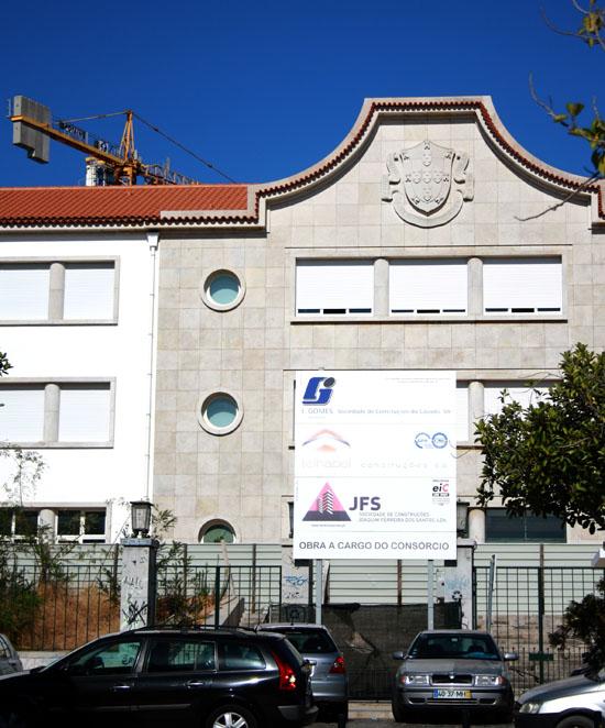 Entrada Liceu de Faro com tapumes