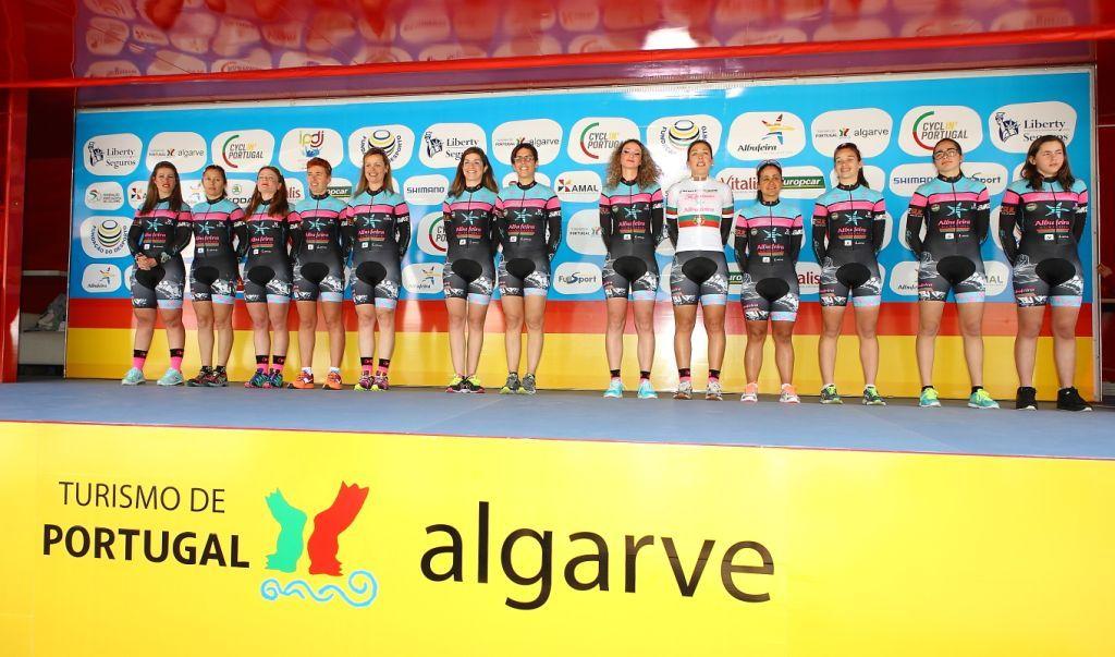 Subida ao pódio simbólica na chegada da Volta ao Algarve