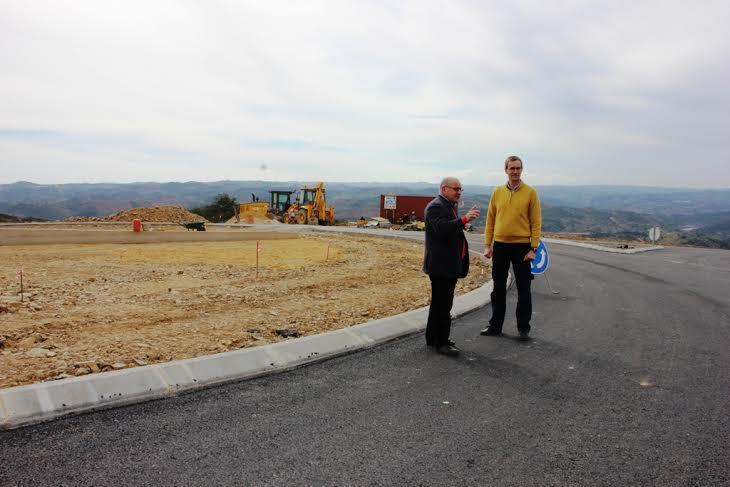 O presidente da Câmara Francisco Amaral a visitar as obras