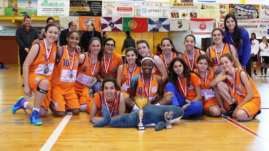 """Equipa feminina sub16 do CB Quarteira """"Tubarões"""""""