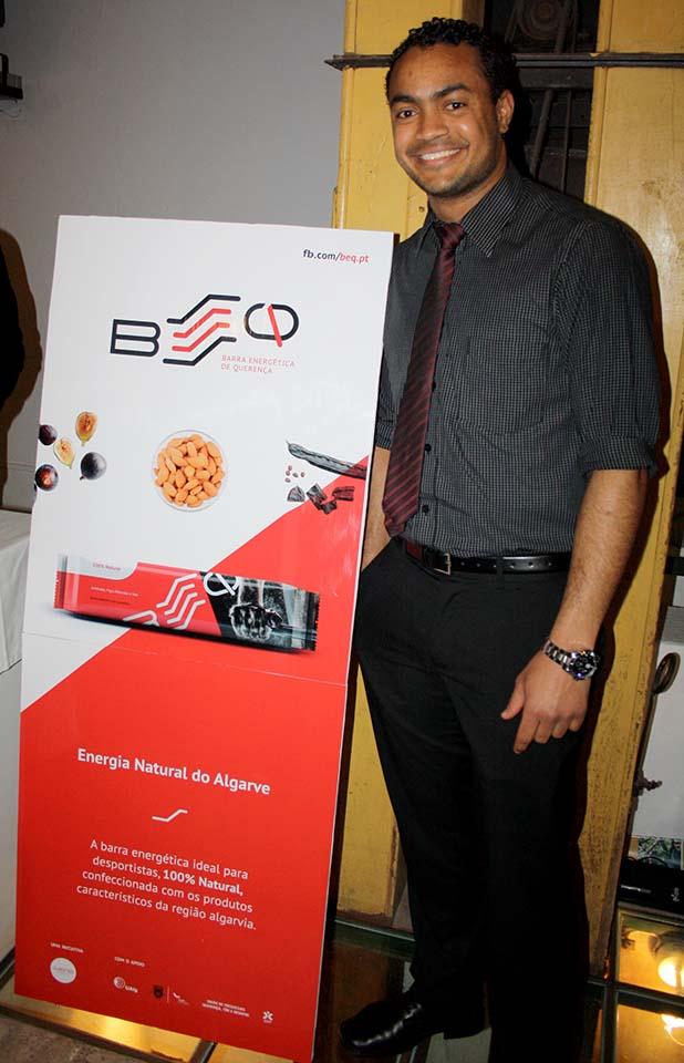 Romilson Brito junto da nova imagem da BEQ