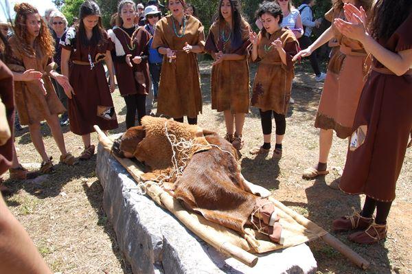 Cerimónia de enterramento, com o Grupo de Teatro da Escola de Artes da Bemposta