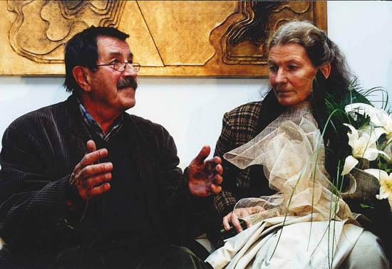 Günter Grass e a mulher, fotografados na receção, organizada pela RTA, a Günter Grass, no Aeroporto Internacional de Faro,  em 02/11/1999, por ocasião da primeira vinda do escritor à região após o Nobel da Literatura - Foto de Telma Veríssimo/RTA