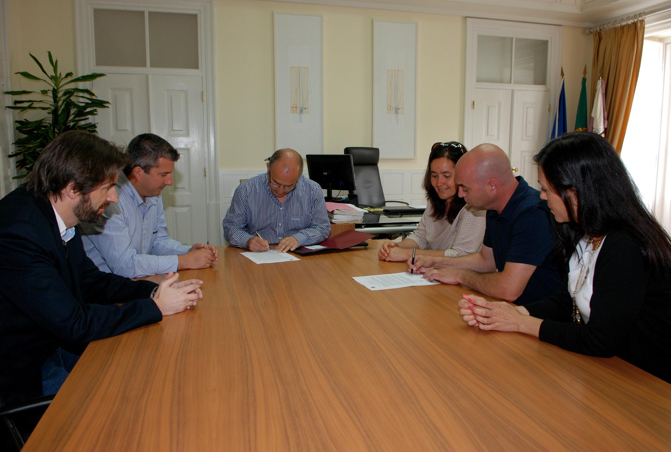 Assinatura de Carta Compromisso entro de apoio à Criança de Quarteira Mira (1)