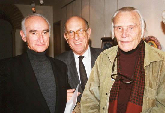 Numa foto de 1988, o surrealista português Cruzeiro Seixas, com Francisco Pereira Coutinho, da Galeria de São Mamede, e Hein Semke