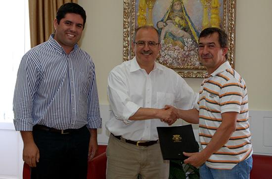 Assinatura de Carta de Compromisso com A.A.Cortelha referente ao projeto Cobertura do Campo Polidesportivo da Cortelha - C.M.Loule - Mira (2)