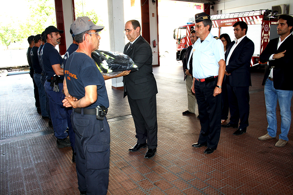 Rogério Bacalhau entrega EPI a bombeiros_1