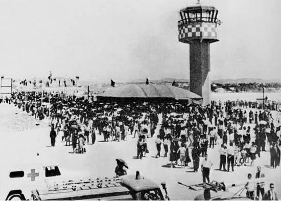 Inaugurao do Aeroporto (Fonte restosdecoleccao.blogspot.com)