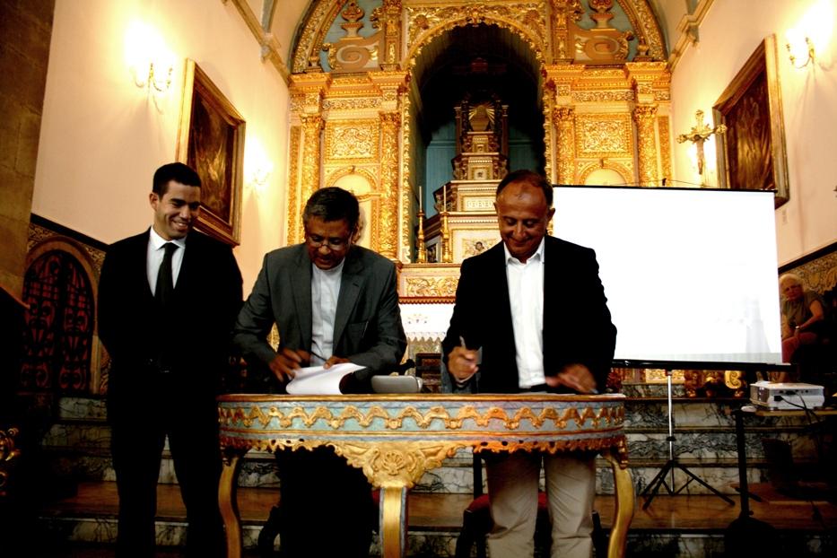 Assinatura protocolo Igreja São Pedro