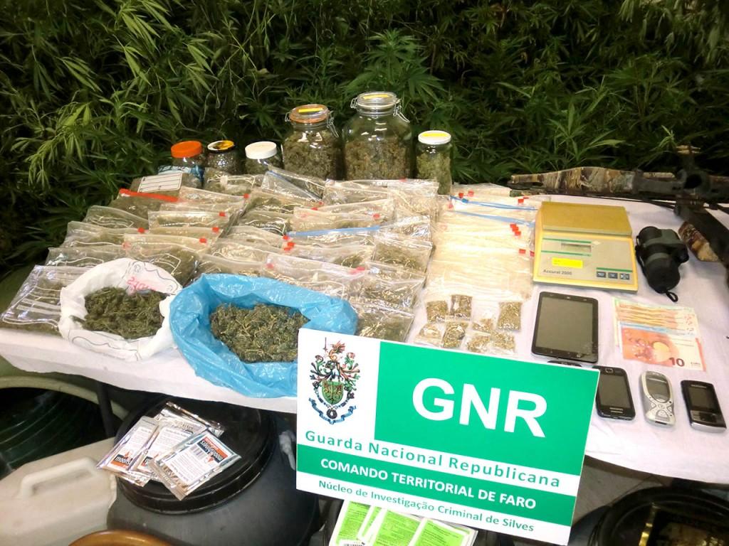 GNR apreende armas e droga em SB Messines_2