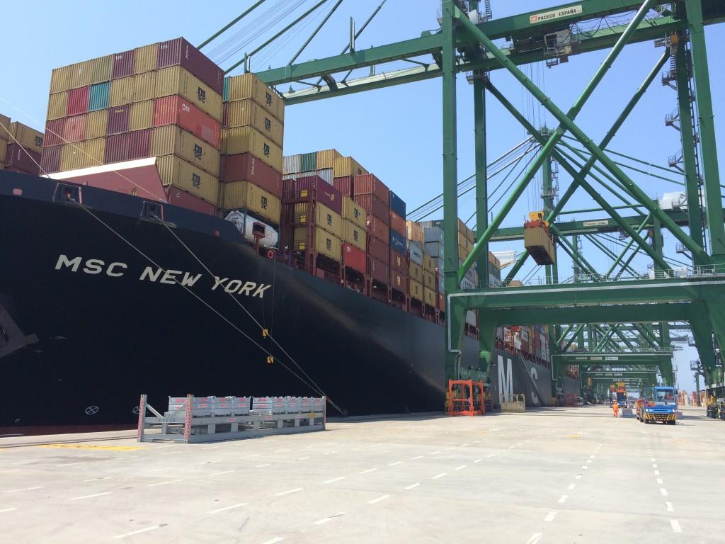 navio no porto de sines