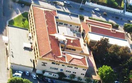 Toda a cobertura do edifício hospitalar foi remodelada