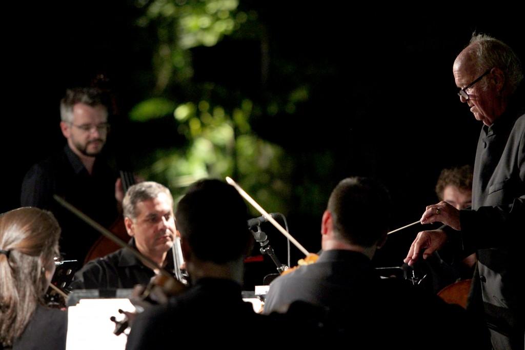 John Avery, Maestro Associado (1)