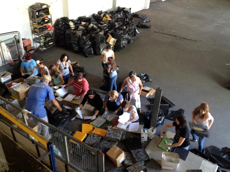 """Ação solidária """"troca"""" papel por alimentos para a Loja Social de São Brás de Alportel"""