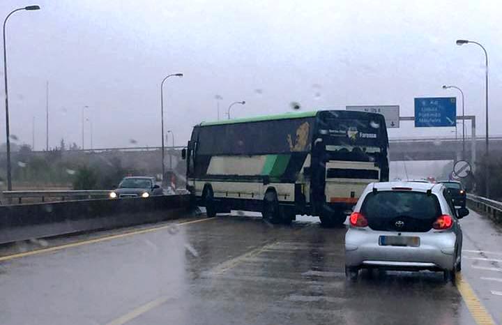 Autocarro do Farense despiste_Foto Cátia Teixeira