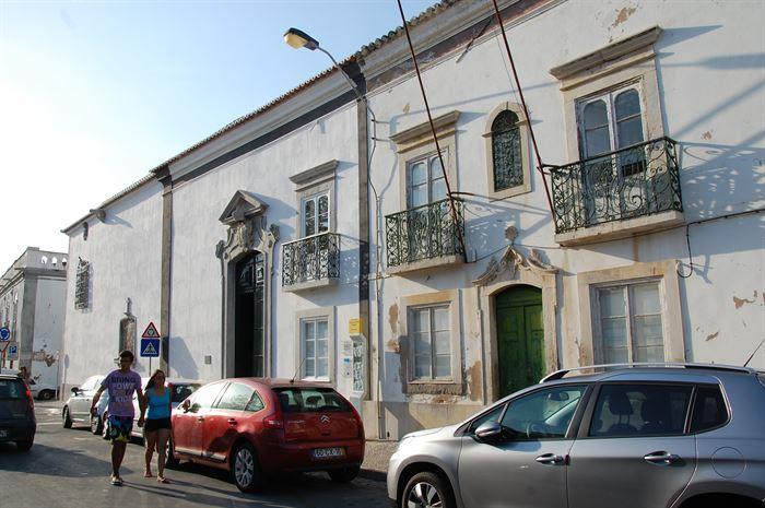 Edifício do Compromisso Marítimo e Igreja das Ondas, lado a lado