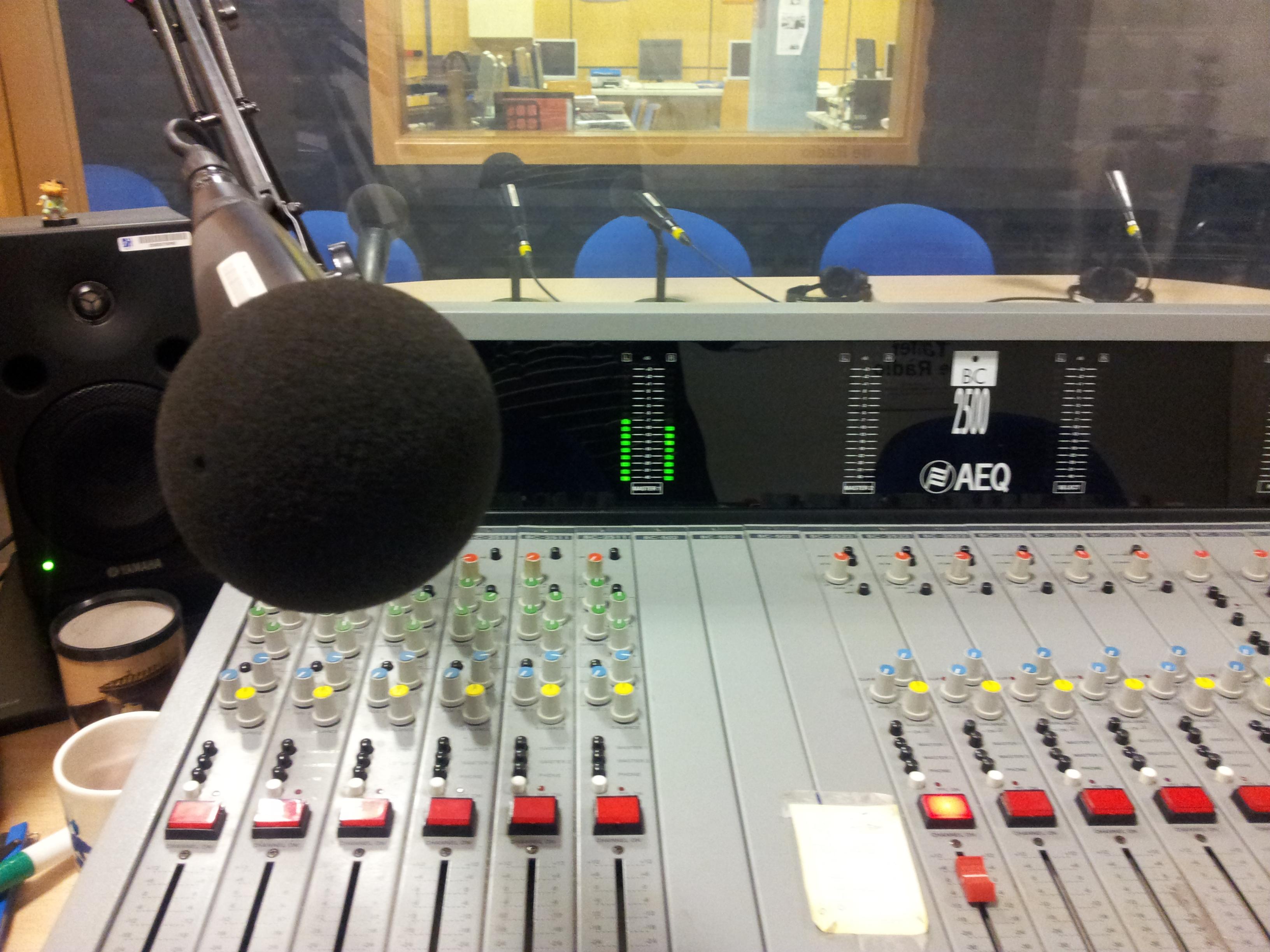 mesa de rádio
