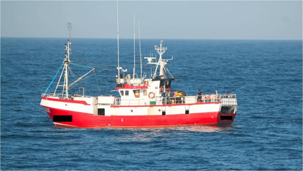 Barco de pesca infrator ao largo de Sines