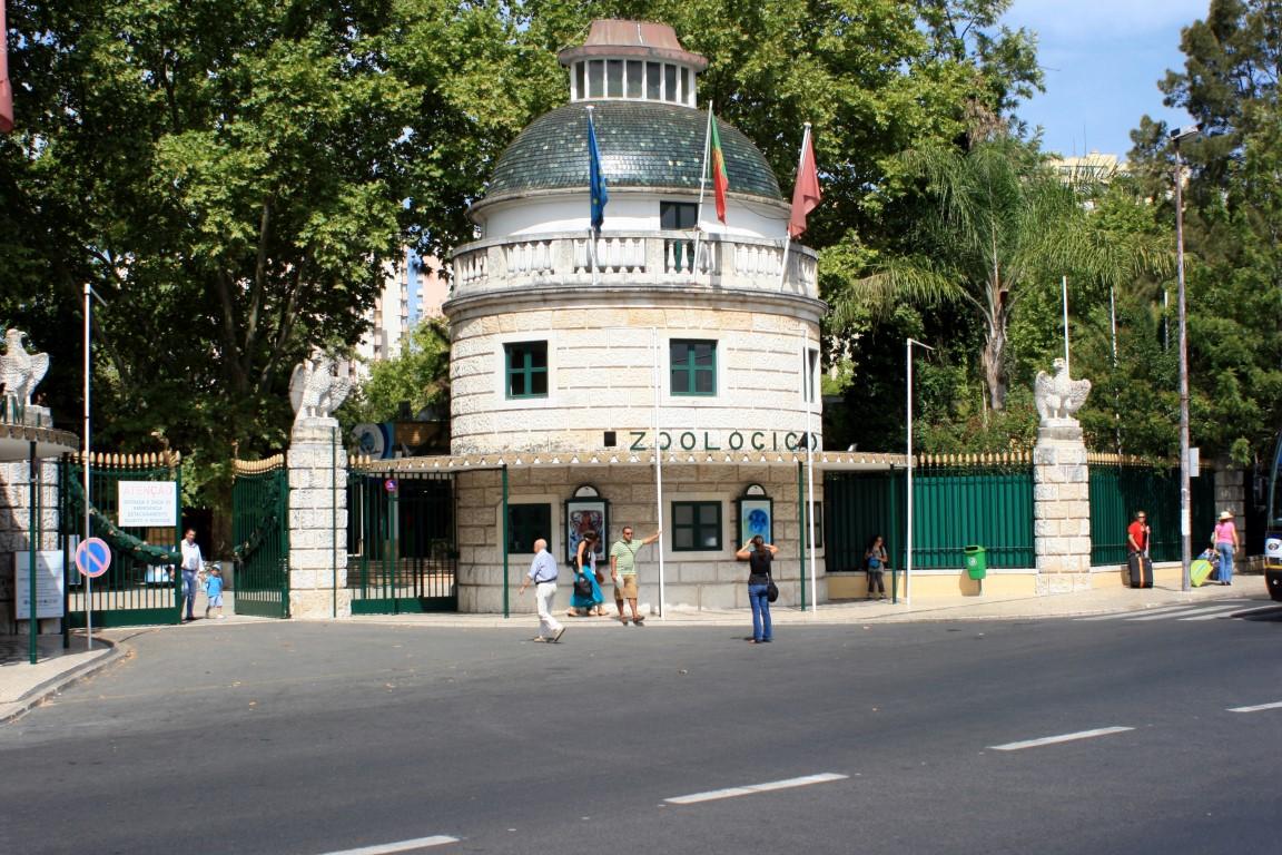 Lisbon_Zoo,_Portugal_-entrance-14Sept2010