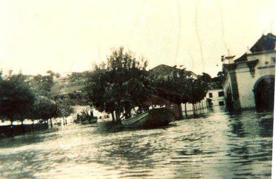 Há 65 anos, também se andou de barco na baixa de Albufeira