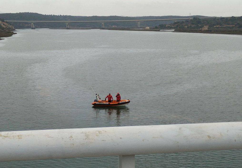Buscas por homem alegadamente desaparecido no Rio Arade