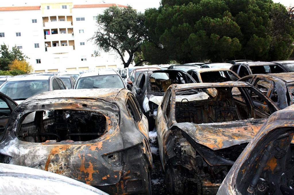 Incêndio no parque da rent a car LuzCar Faro_4
