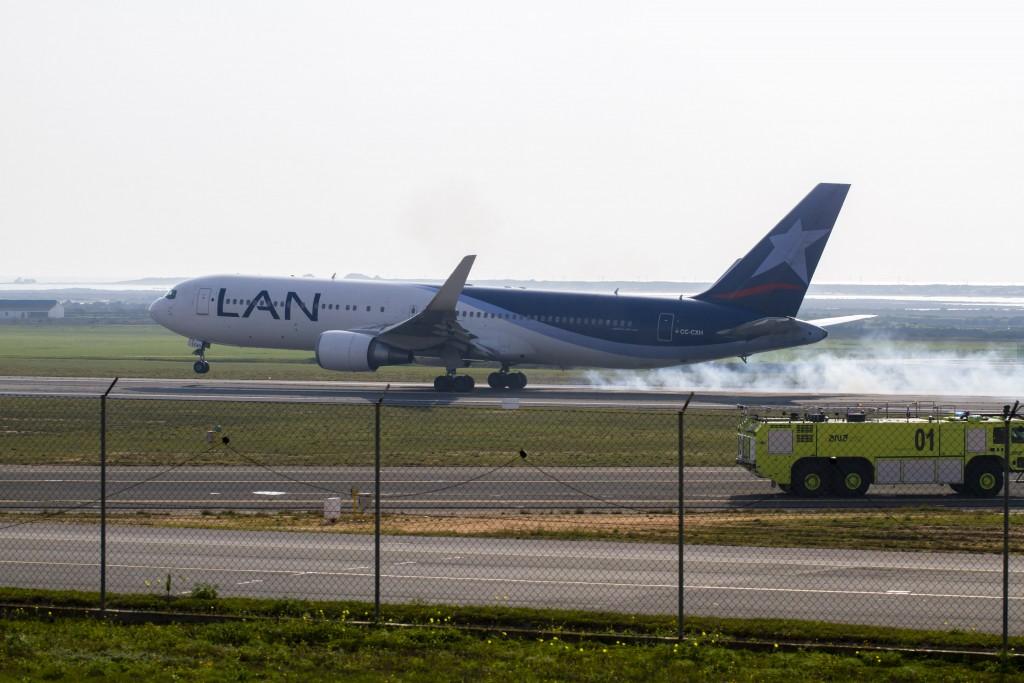 Lan airlines no aeroporto de Faro