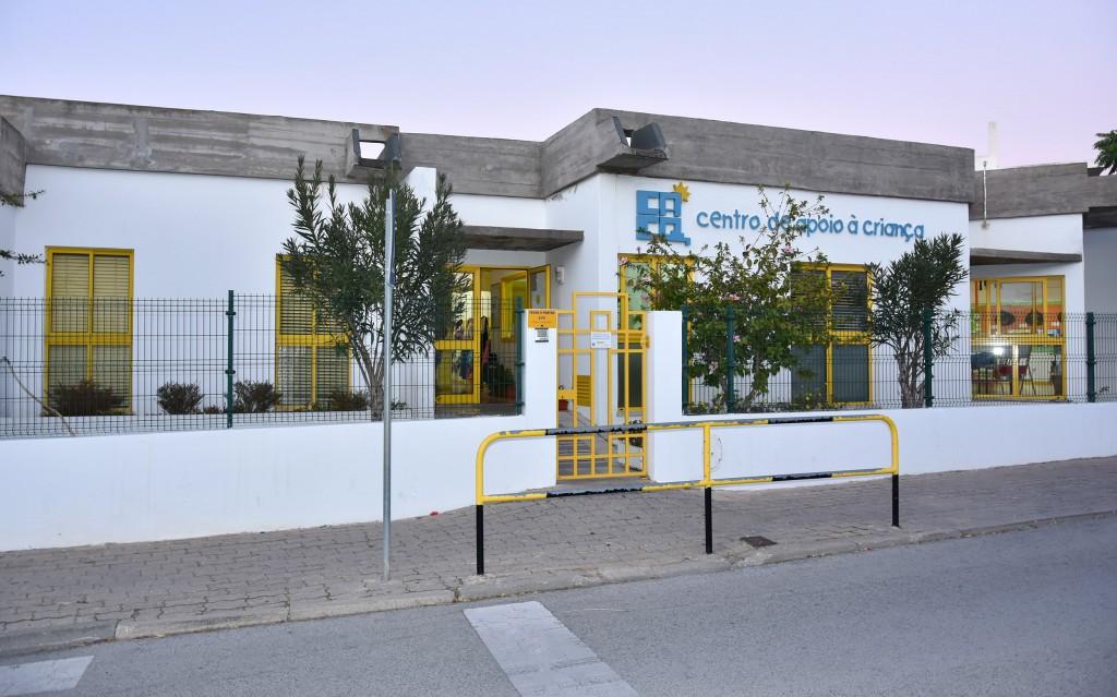 Repavimentação e colocação de da Sala polivalente do Centro de Apoio a criança de Quarteira - C.M.Loule - Mira (1)