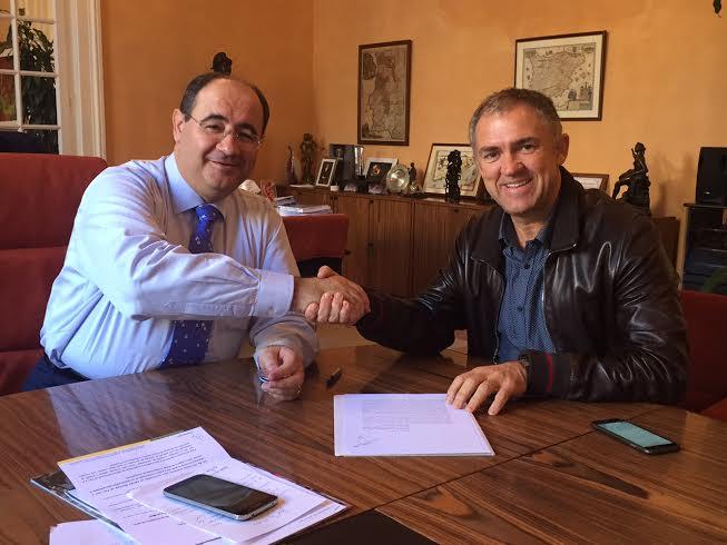 assinatura do contrato para repavimentação da EN2