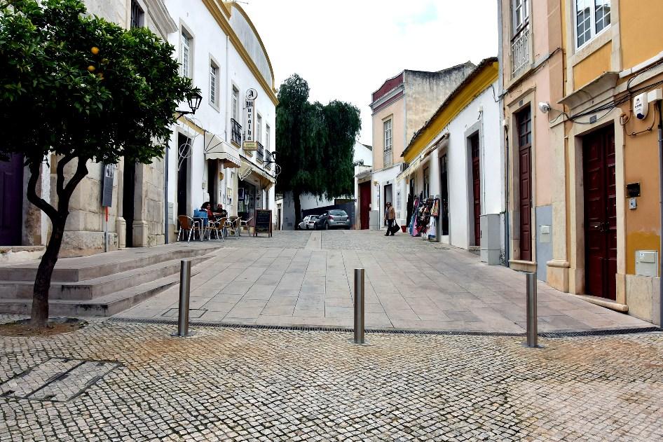 Colocação de Pinos Amoviveis na Rua D. Paio Peres Correia em Loulé - C.M.Loule - Mira
