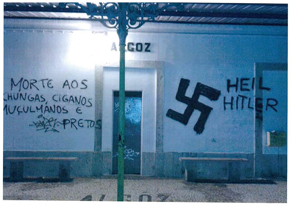 mensagens de ódio no apeadeiro de Algoz_1