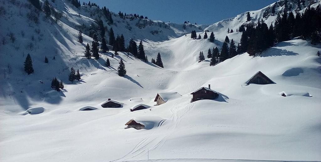 Casas enterradas na neve Villars na Suíça_João Saraiva