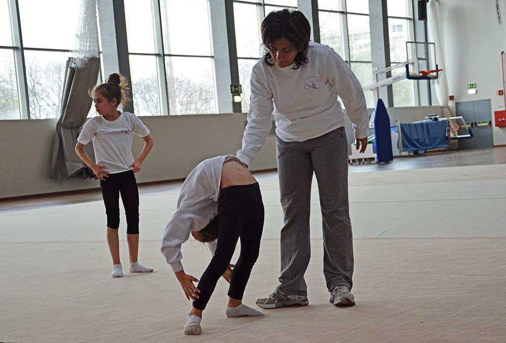 Treino diário de 4 horas para as jovens ginastas de Portimão