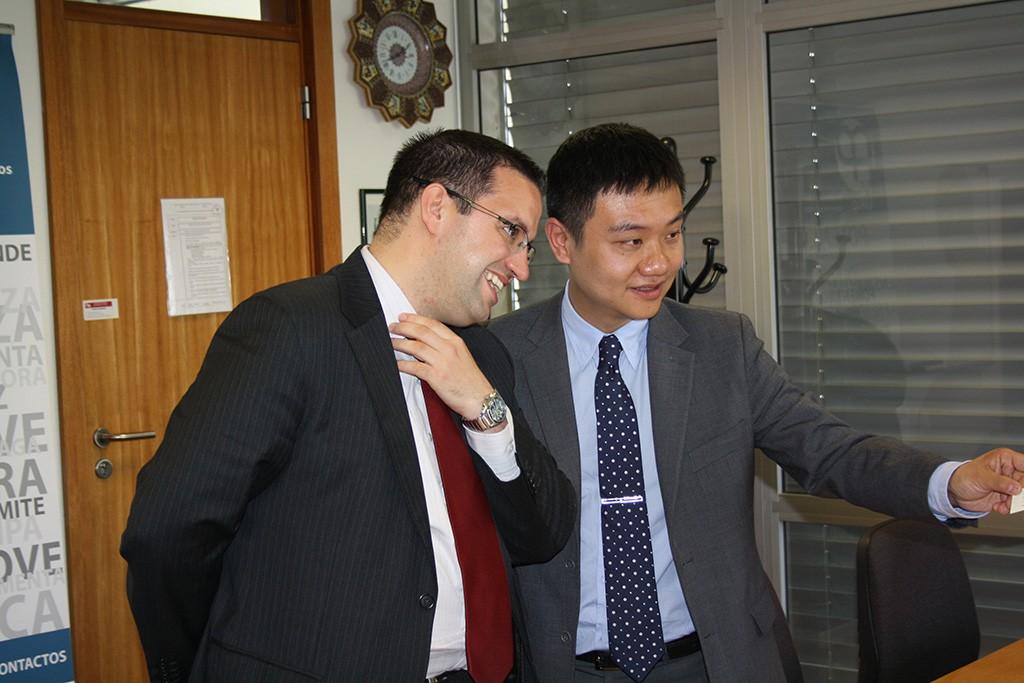 Comitiva Chengdu China na Faculdade de Economia_ Luis Coelho e Xiang Zhang