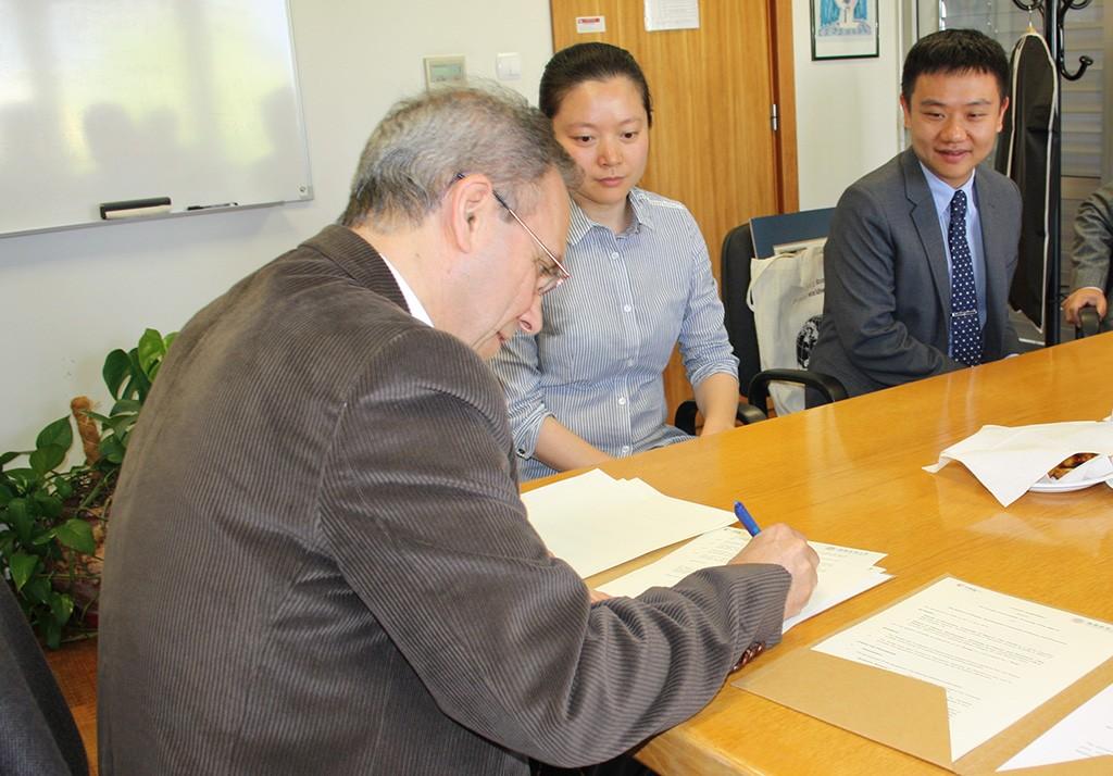 Comitiva Chengdu China na Faculdade de Economia_Assinatura protocolo