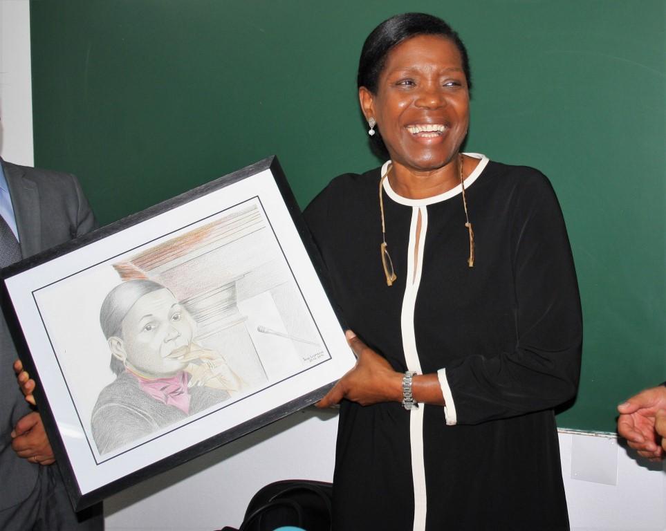 Francisca Van Dunem com o seu retrato