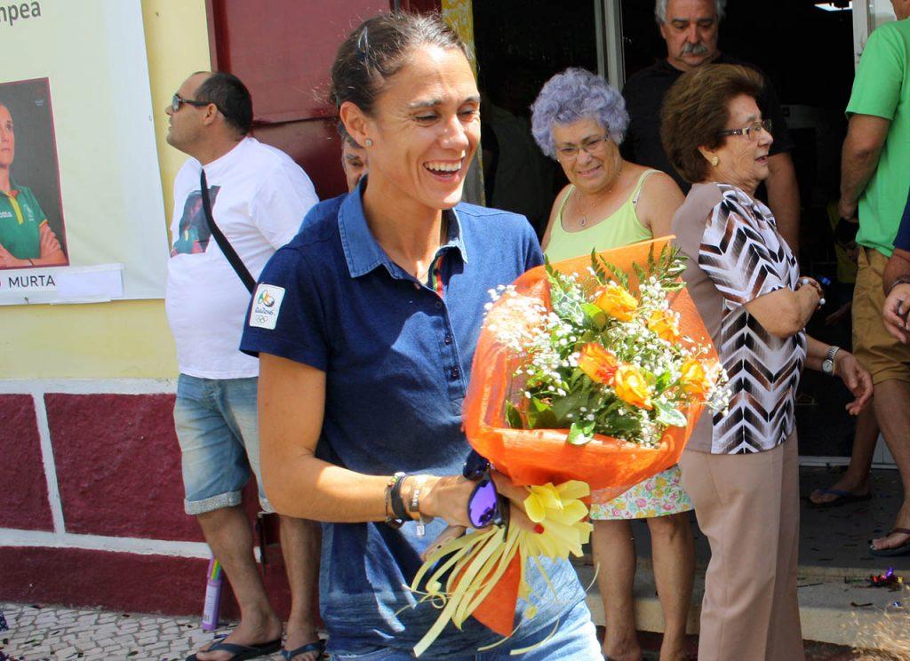 Ana Cabecinha recebida em festa no Pechão_1