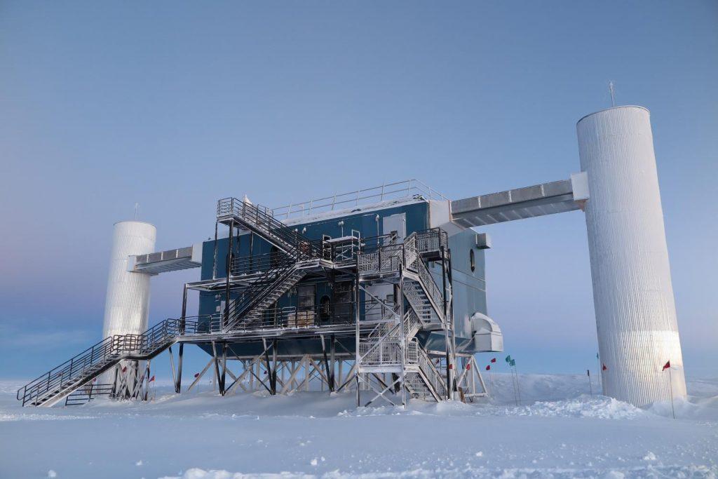 O observatório IceCube na Antártida