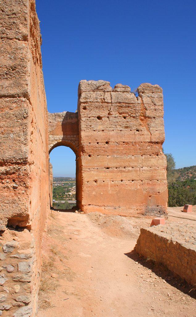 Torre albarrã do Castelo de Paderne