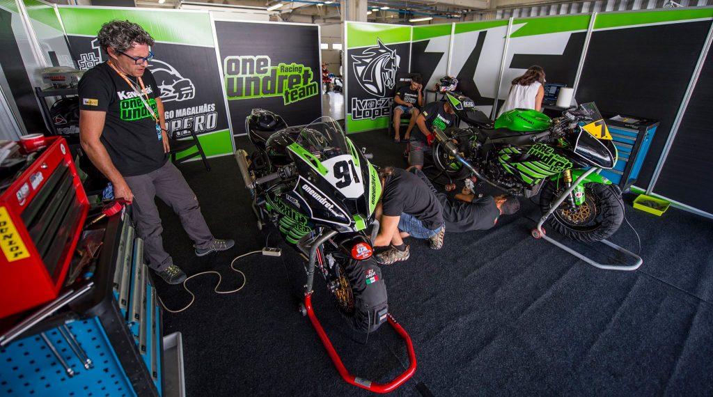 Paddock da Kawasaki Oneundret Racing Team