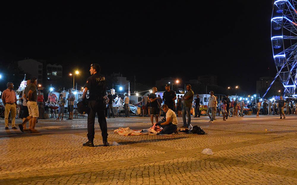 98fd3d87afe PSP detém vendedores ambulantes na zona ribeirinha de Portimão (com ...