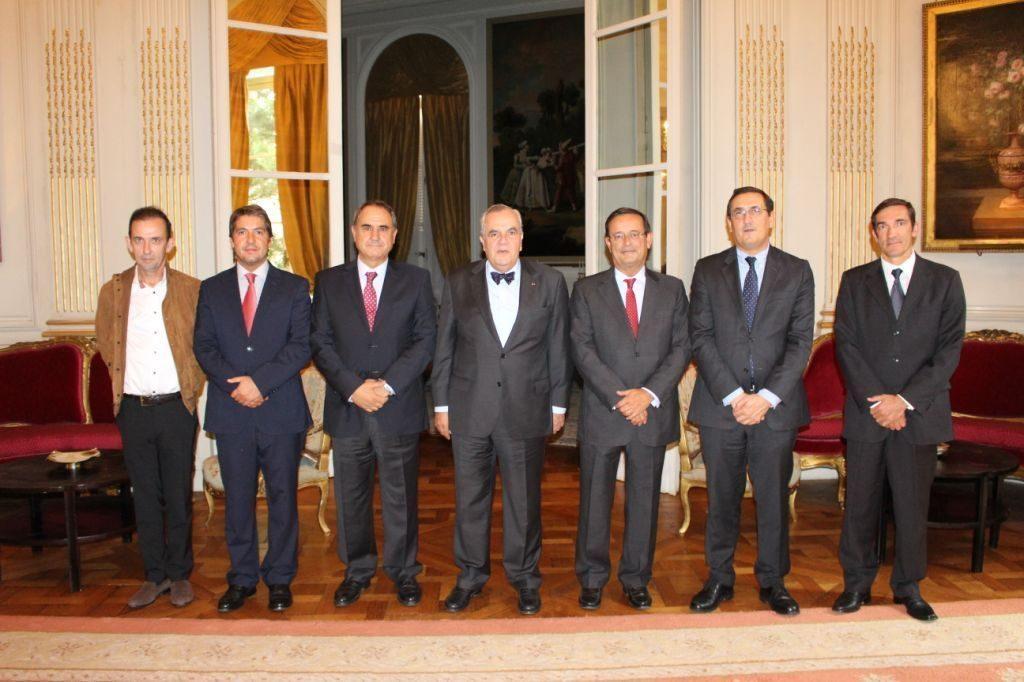 Comitiva com Embaixador de Portugal e Delegado do AICEP