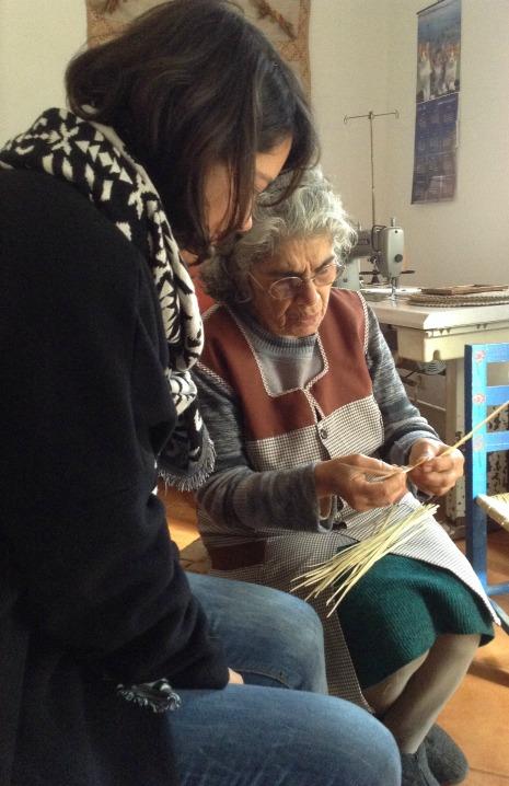 Designer Alexandra Gonçalves com artesão Cremilde Lourenço