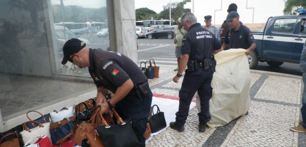 Policia Maritima apreende material em Lagos (Medium)