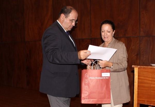 Professora a ser homenageada pela Câmara de Faro