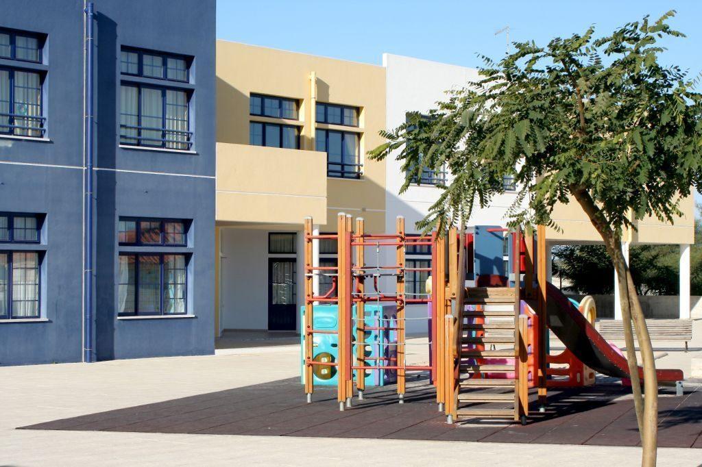 Parque infantil em escola de Albufeira