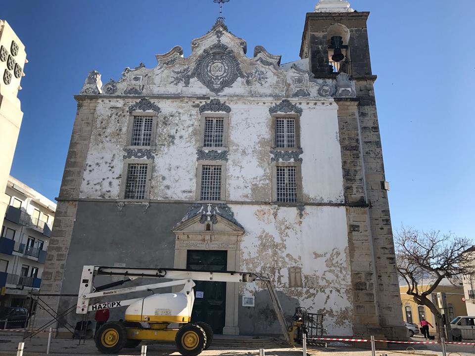 Resultado de imagem para imagens da Igreja de Olhão