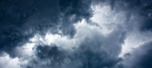 trovoada e nuvens